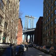 マンハッタンのチャイナタウン方面とつながっています