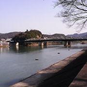 犬山城近くでは川幅が広く優雅に流れています