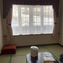 洋室の隣に和室がついてます。