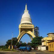 入場無料!コロンボ港に建つ市街地を一望できる展望台型仏教施設!