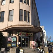警察署だと思った建物は県立博物館だった。