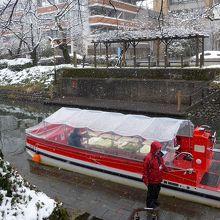 ビニールの覆いがあり、雪が降っても大丈夫