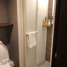 きれいです。 シャワールームはトイレの隣