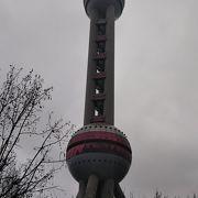 聳え立つタワー