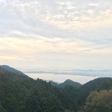 静かな琵琶湖を眺めながら、お茶もできる