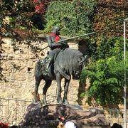 ドラゴン退治の聖ジョージの騎馬像