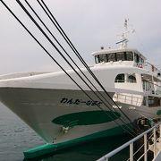 船の中から徳島県名物の「鳴門うず潮」の渦がはっきりと見えます。