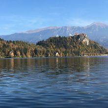 ブレッド湖から見たブレッド城