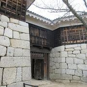 筒井門の石垣に隠れたところにもう一つ隠れた門がありました。