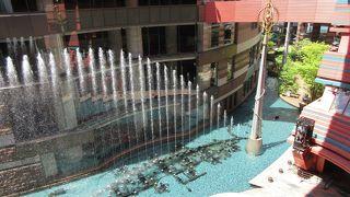 キャナルで噴水ショーがあります。