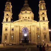 聖イシュトヴァーン大聖堂の前