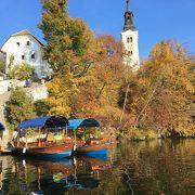 ブレッド湖に浮かぶ小島、手漕ぎボートで渡ります。