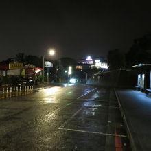 夜の猫空の街並み