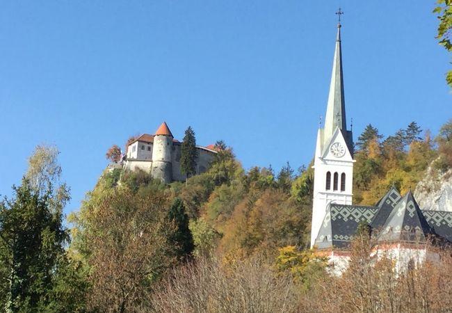 ブレッド城の近くにある教会