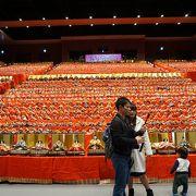6000体のひな人形を飾ったキュステの展示