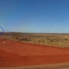 着陸寸前に右手前方にウルルが見えた。