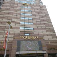 大きな雑居ビルです。フロントは11階にあります。