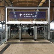 港珠澳大橋で香港⇔マカオ間はシャトルバスで40分ほど、シニアは半額