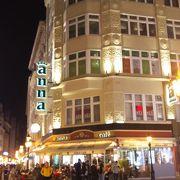 ヴァーツィ通りのカフェ