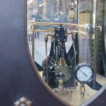 蒸気時計は内部構造も良く見えます