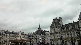 パリ市内のメリーゴーラウンド