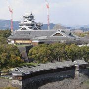 14階の展望台から、修復中の熊本城を見下ろせます