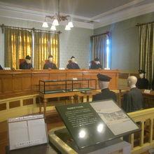 裁判所内の風景を模した場所もありますね。札幌のとそっくり!