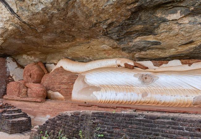 ピドゥランガラ寺院