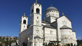 内装がキンキラして豪華な正教会