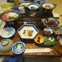 食事は部屋食。