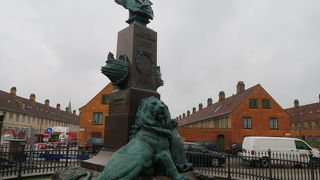 エドゥアールスエンソン記念碑