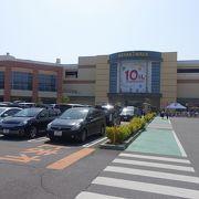 駅から徒歩圏、駐車場も広い