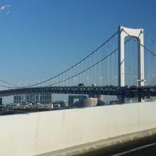 青空と白い橋