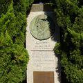 写真:ラングドン ウォーナーの碑