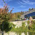 ポストイナ鍾乳洞バスターミナルの前にあるホテル