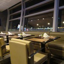 羽田空港国際線 ANA スイートラウンジ (110番ゲート付近)