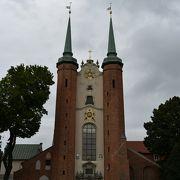 大聖堂というよりは教会。