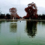 公園内にオランジュリー美術館がありました。