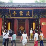 大仏の正面にあるお寺