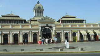 観光スポットになっている海鮮中心の市場で、客引きをしているレストランが目立ちました。