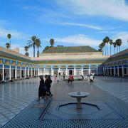 モロッコのアルハンブラ宮殿と言われる美しい宮殿