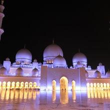 モスクに着いたらすっかり夜
