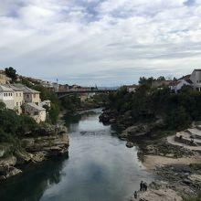 旧市街は今でもネレトヴァ川を中心に民族が住み分けられています