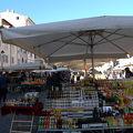 写真:カンポ デ フィオーリ 青空市場