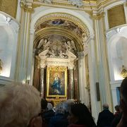 ナヴォーナ広場の前の素晴らしい教会でコンサート