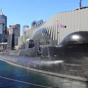 潜水艦に入れます
