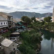 モスタル旧市街でもとても景色のいい場所にあるレストラン