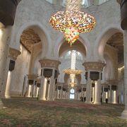 2007年に竣工という、比較的、歴史の浅いモスクです