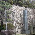 写真:日蓮袈裟掛の松碑