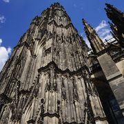 圧倒的な大きさと荘厳な大聖堂